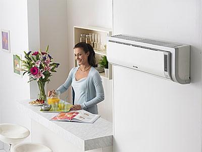 Máy điều hoà cần được vệ sinh định kỳ, trung bình 6 tháng/lần. Với tấm lưới lọc khí nên làm vệ sinh thường xuyên hơn ngăn chặn sự bám đọng bụi. Ảnh: NT